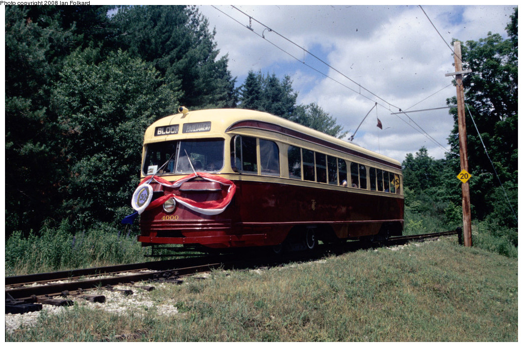 (320k, 1044x694)<br><b>Country:</b> Canada<br><b>City:</b> Toronto<br><b>System:</b> Halton County Radial Railway <br><b>Photo by:</b> Ian Folkard<br><b>Date:</b> 7/10/2004<br><b>Notes:</b> PCC 400 approaching west end loop, OERHA 50th anniversary.<br><b>Viewed (this week/total):</b> 2 / 441