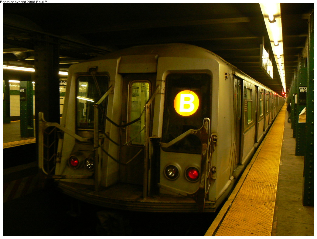 (214k, 1044x788)<br><b>Country:</b> United States<br><b>City:</b> New York<br><b>System:</b> New York City Transit<br><b>Line:</b> IND 6th Avenue Line<br><b>Location:</b> West 4th Street/Washington Square <br><b>Route:</b> B<br><b>Car:</b> R-40 (St. Louis, 1968)   <br><b>Photo by:</b> Paul P.<br><b>Date:</b> 11/6/2008<br><b>Viewed (this week/total):</b> 3 / 1209