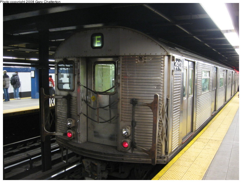 (130k, 820x620)<br><b>Country:</b> United States<br><b>City:</b> New York<br><b>System:</b> New York City Transit<br><b>Line:</b> IND Queens Boulevard Line<br><b>Location:</b> Roosevelt Avenue <br><b>Route:</b> F<br><b>Car:</b> R-32 (Budd, 1964)  3913 <br><b>Photo by:</b> Gary Chatterton<br><b>Date:</b> 12/23/2008<br><b>Viewed (this week/total):</b> 0 / 780