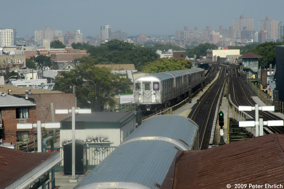(211k, 930x618)<br><b>Country:</b> United States<br><b>City:</b> New York<br><b>System:</b> New York City Transit<br><b>Line:</b> IRT Flushing Line<br><b>Location:</b> Junction Boulevard <br><b>Route:</b> 7<br><b>Car:</b> R-62A (Bombardier, 1984-1987)   <br><b>Photo by:</b> Peter Ehrlich<br><b>Date:</b> 7/22/2009<br><b>Notes:</b> Inbound. With outbound express leaving.<br><b>Viewed (this week/total):</b> 8 / 701