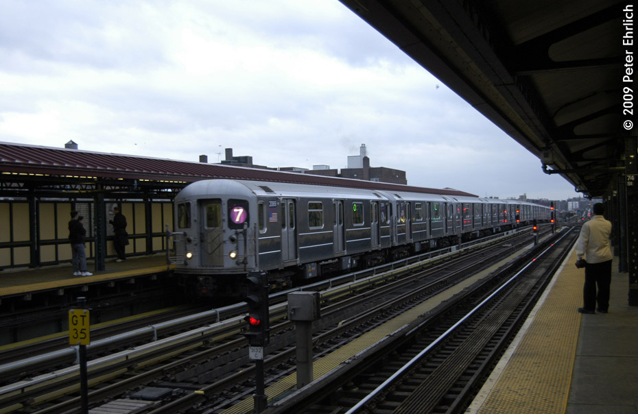 (170k, 930x604)<br><b>Country:</b> United States<br><b>City:</b> New York<br><b>System:</b> New York City Transit<br><b>Line:</b> IRT Flushing Line<br><b>Location:</b> 74th Street/Broadway <br><b>Route:</b> 7<br><b>Car:</b> R-62A (Bombardier, 1984-1987)  2089 <br><b>Photo by:</b> Peter Ehrlich<br><b>Date:</b> 12/28/2008<br><b>Viewed (this week/total):</b> 2 / 551