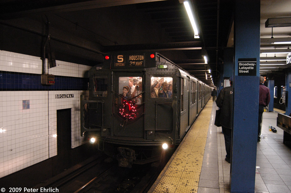 (191k, 930x618)<br><b>Country:</b> United States<br><b>City:</b> New York<br><b>System:</b> New York City Transit<br><b>Line:</b> IND 6th Avenue Line<br><b>Location:</b> Broadway/Lafayette <br><b>Route:</b> Museum Train Service (V)<br><b>Car:</b> R-4 (American Car & Foundry, 1932-1933) 401 <br><b>Photo by:</b> Peter Ehrlich<br><b>Date:</b> 12/28/2008<br><b>Viewed (this week/total):</b> 2 / 1072
