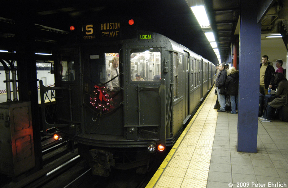 (195k, 930x608)<br><b>Country:</b> United States<br><b>City:</b> New York<br><b>System:</b> New York City Transit<br><b>Line:</b> IND Queens Boulevard Line<br><b>Location:</b> Queens Plaza <br><b>Route:</b> Museum Train Service (V)<br><b>Car:</b> R-4 (American Car & Foundry, 1932-1933) 401 <br><b>Photo by:</b> Peter Ehrlich<br><b>Date:</b> 12/28/2008<br><b>Viewed (this week/total):</b> 1 / 1035
