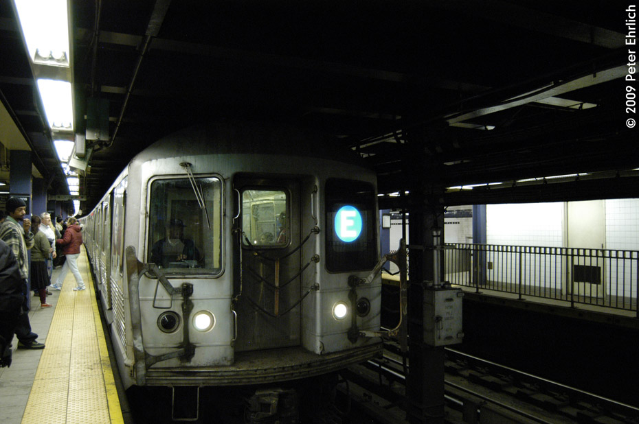 (174k, 930x618)<br><b>Country:</b> United States<br><b>City:</b> New York<br><b>System:</b> New York City Transit<br><b>Line:</b> IND Queens Boulevard Line<br><b>Location:</b> Queens Plaza <br><b>Route:</b> E<br><b>Car:</b> R-42 (St. Louis, 1969-1970)  4760 <br><b>Photo by:</b> Peter Ehrlich<br><b>Date:</b> 12/28/2008<br><b>Notes:</b> E Line inbound.<br><b>Viewed (this week/total):</b> 2 / 1126