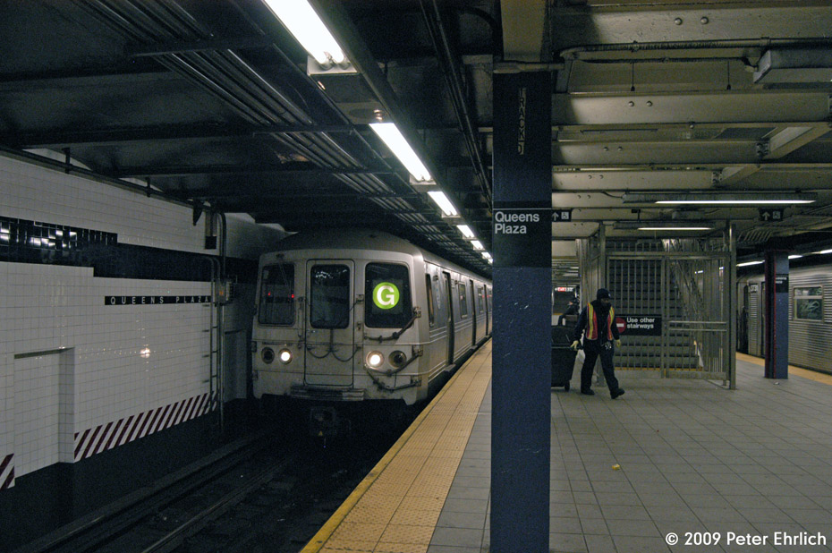 (217k, 930x618)<br><b>Country:</b> United States<br><b>City:</b> New York<br><b>System:</b> New York City Transit<br><b>Line:</b> IND Queens Boulevard Line<br><b>Location:</b> Queens Plaza <br><b>Route:</b> G<br><b>Car:</b> R-46 (Pullman-Standard, 1974-75) 5608 <br><b>Photo by:</b> Peter Ehrlich<br><b>Date:</b> 12/28/2008<br><b>Notes:</b> G Line outbound.<br><b>Viewed (this week/total):</b> 1 / 1611
