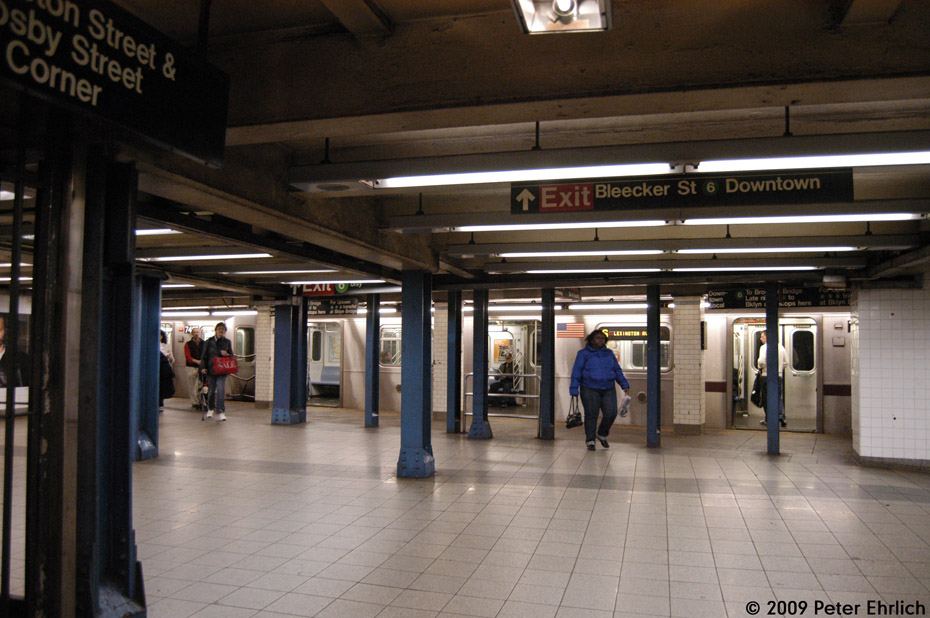 (198k, 930x618)<br><b>Country:</b> United States<br><b>City:</b> New York<br><b>System:</b> New York City Transit<br><b>Line:</b> IRT East Side Line<br><b>Location:</b> Bleecker Street <br><b>Route:</b> 6<br><b>Car:</b> R-142A (Primary Order, Kawasaki, 1999-2002)  7496 <br><b>Photo by:</b> Peter Ehrlich<br><b>Date:</b> 12/28/2008<br><b>Notes:</b> Looking from transfer area to IND Broadway-Lafayette Station.<br><b>Viewed (this week/total):</b> 6 / 1954