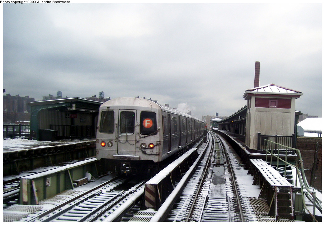(243k, 1044x723)<br><b>Country:</b> United States<br><b>City:</b> New York<br><b>System:</b> New York City Transit<br><b>Line:</b> BMT Culver Line<br><b>Location:</b> Avenue X <br><b>Route:</b> F<br><b>Car:</b> R-46 (Pullman-Standard, 1974-75) 5748 <br><b>Photo by:</b> Aliandro Brathwaite<br><b>Date:</b> 12/20/2008<br><b>Viewed (this week/total):</b> 4 / 1014