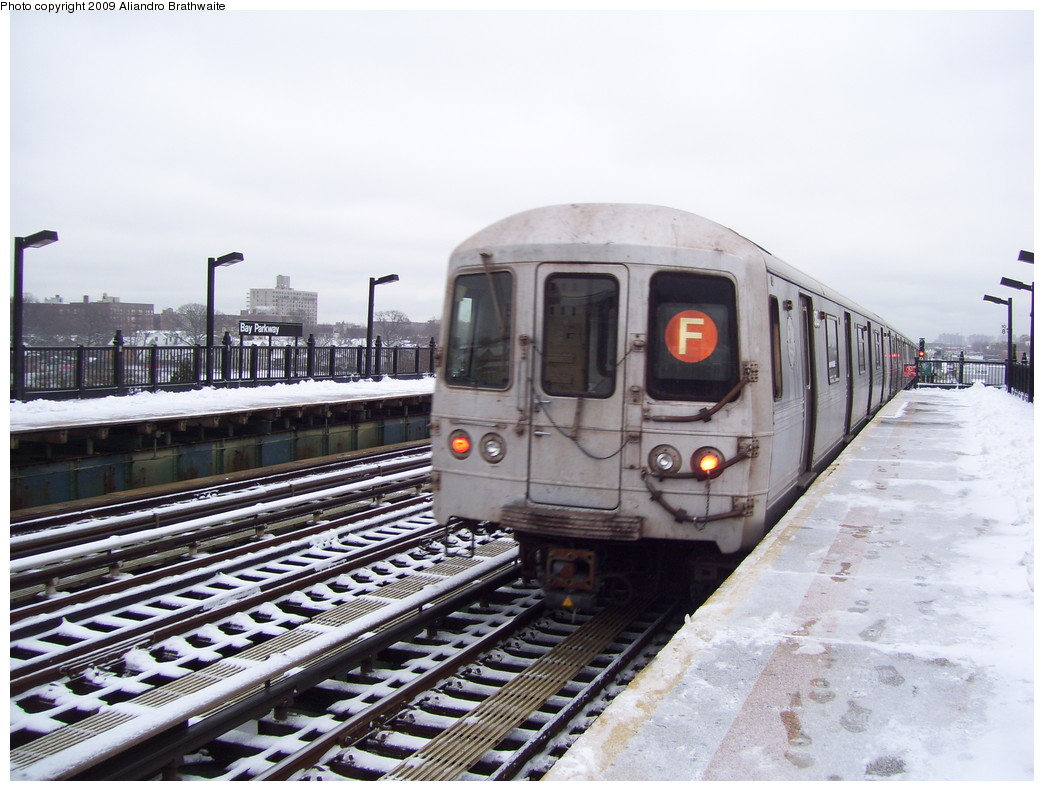 (222k, 1044x791)<br><b>Country:</b> United States<br><b>City:</b> New York<br><b>System:</b> New York City Transit<br><b>Line:</b> BMT Culver Line<br><b>Location:</b> Bay Parkway (22nd Avenue) <br><b>Route:</b> F<br><b>Car:</b> R-46 (Pullman-Standard, 1974-75) 5810 <br><b>Photo by:</b> Aliandro Brathwaite<br><b>Date:</b> 12/20/2008<br><b>Viewed (this week/total):</b> 1 / 713