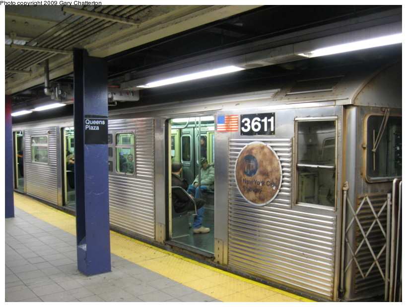 (143k, 820x620)<br><b>Country:</b> United States<br><b>City:</b> New York<br><b>System:</b> New York City Transit<br><b>Line:</b> IND Queens Boulevard Line<br><b>Location:</b> Queens Plaza <br><b>Route:</b> E<br><b>Car:</b> R-32 (Budd, 1964)  3611 <br><b>Photo by:</b> Gary Chatterton<br><b>Date:</b> 12/14/2008<br><b>Viewed (this week/total):</b> 0 / 1181