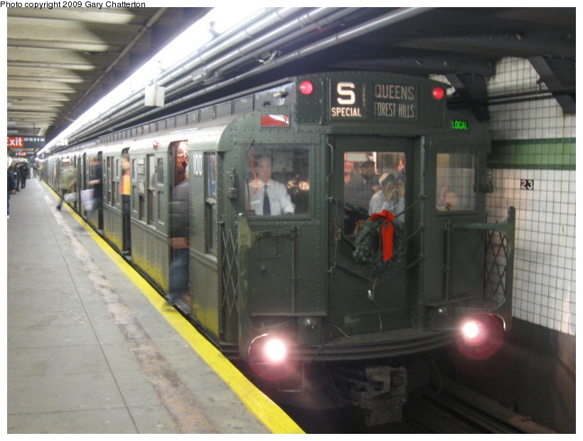 (123k, 820x620)<br><b>Country:</b> United States<br><b>City:</b> New York<br><b>System:</b> New York City Transit<br><b>Line:</b> IND 6th Avenue Line<br><b>Location:</b> 23rd Street <br><b>Route:</b> Museum Train Service (V)<br><b>Car:</b> R-1 (American Car & Foundry, 1930-1931) 100 <br><b>Photo by:</b> Gary Chatterton<br><b>Date:</b> 12/14/2008<br><b>Viewed (this week/total):</b> 2 / 1478