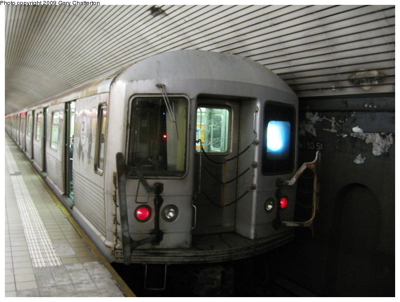(123k, 820x620)<br><b>Country:</b> United States<br><b>City:</b> New York<br><b>System:</b> New York City Transit<br><b>Line:</b> IND Queens Boulevard Line<br><b>Location:</b> 5th Avenue/53rd Street <br><b>Route:</b> E<br><b>Car:</b> R-42 (St. Louis, 1969-1970)  4760 <br><b>Photo by:</b> Gary Chatterton<br><b>Date:</b> 12/14/2008<br><b>Viewed (this week/total):</b> 0 / 823