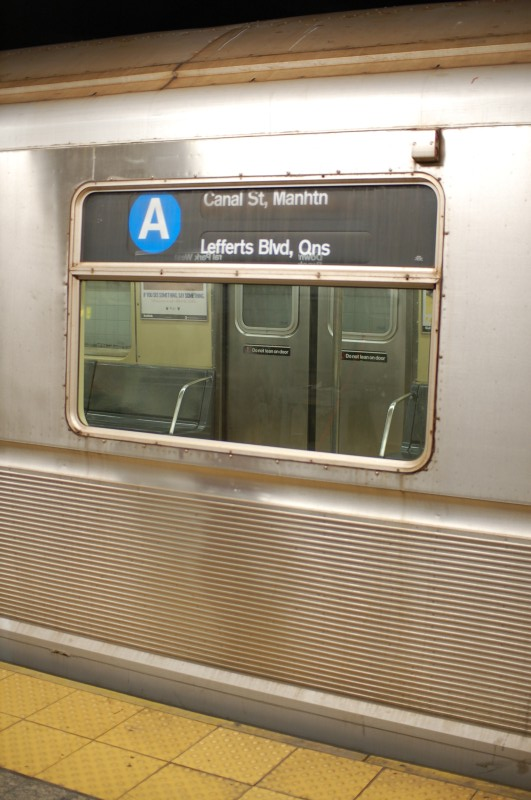 (160k, 531x800)<br><b>Country:</b> United States<br><b>City:</b> New York<br><b>System:</b> New York City Transit<br><b>Line:</b> IND 8th Avenue Line<br><b>Location:</b> 207th Street <br><b>Route:</b> A<br><b>Car:</b> R-40 (St. Louis, 1968)   <br><b>Photo by:</b> Brian Weinberg<br><b>Date:</b> 1/5/2009<br><b>Viewed (this week/total):</b> 6 / 981