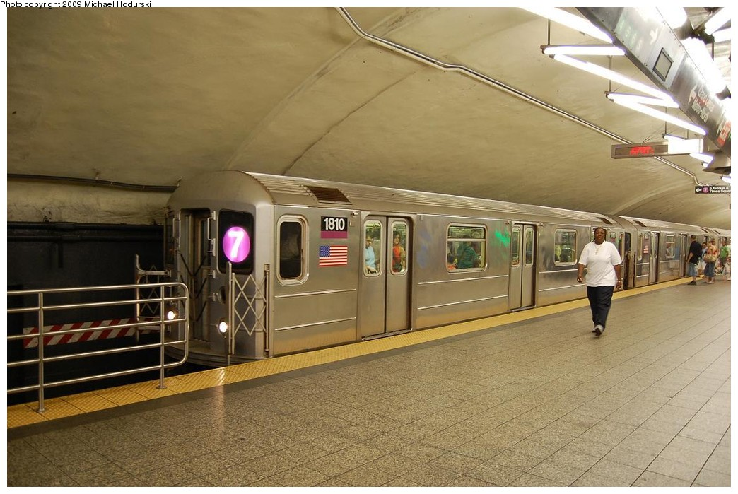(226k, 1044x699)<br><b>Country:</b> United States<br><b>City:</b> New York<br><b>System:</b> New York City Transit<br><b>Line:</b> IRT Flushing Line<br><b>Location:</b> Grand Central <br><b>Route:</b> 7<br><b>Car:</b> R-62A (Bombardier, 1984-1987)  1810 <br><b>Photo by:</b> Michael Hodurski<br><b>Date:</b> 8/1/2008<br><b>Viewed (this week/total):</b> 1 / 1060