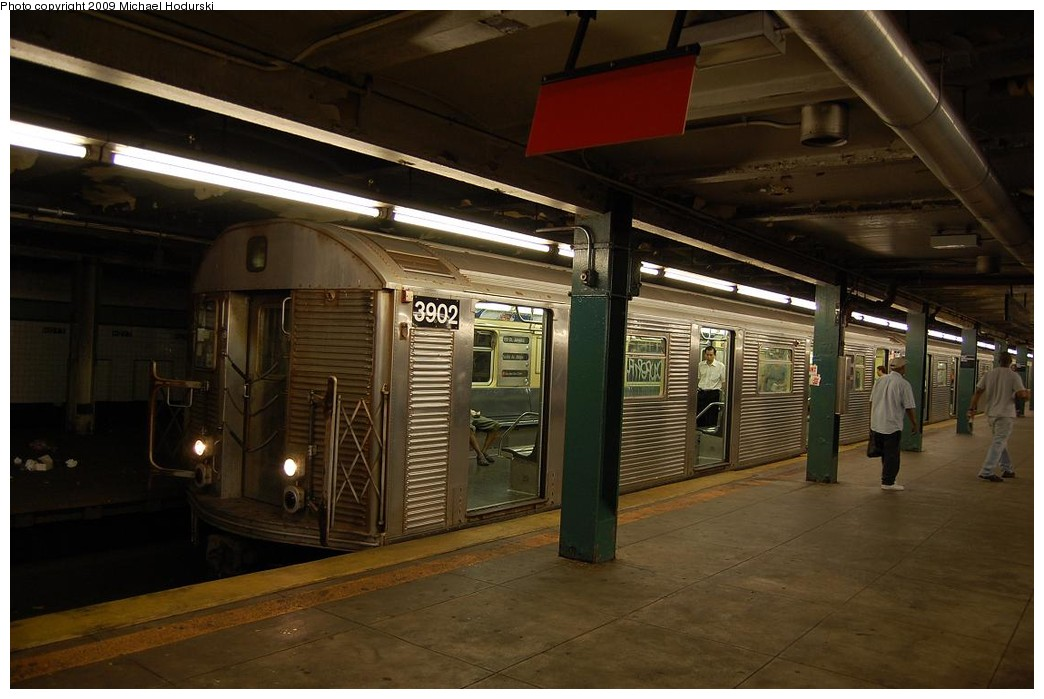 (197k, 1044x699)<br><b>Country:</b> United States<br><b>City:</b> New York<br><b>System:</b> New York City Transit<br><b>Line:</b> IND Fulton Street Line<br><b>Location:</b> Hoyt-Schermerhorn Street <br><b>Route:</b> A<br><b>Car:</b> R-32 (Budd, 1964)  3902 <br><b>Photo by:</b> Michael Hodurski<br><b>Date:</b> 8/1/2008<br><b>Viewed (this week/total):</b> 0 / 1136