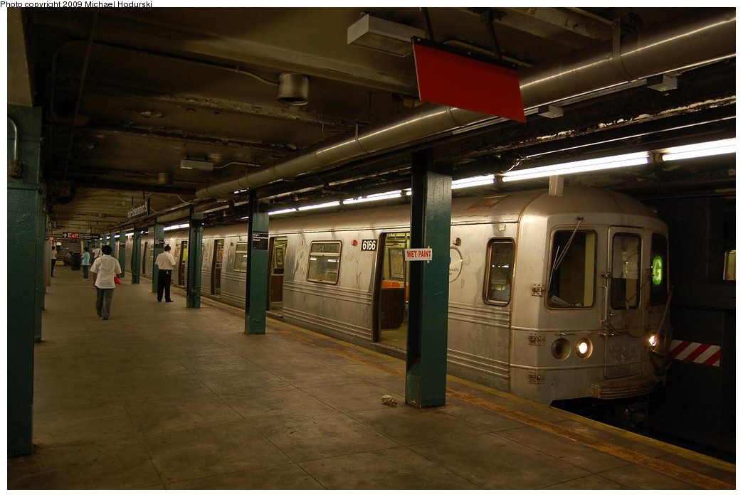 (190k, 1044x699)<br><b>Country:</b> United States<br><b>City:</b> New York<br><b>System:</b> New York City Transit<br><b>Line:</b> IND Fulton Street Line<br><b>Location:</b> Hoyt-Schermerhorn Street <br><b>Route:</b> G<br><b>Car:</b> R-46 (Pullman-Standard, 1974-75) 6166 <br><b>Photo by:</b> Michael Hodurski<br><b>Date:</b> 8/1/2008<br><b>Viewed (this week/total):</b> 0 / 1241