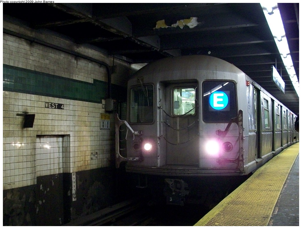 (224k, 1044x790)<br><b>Country:</b> United States<br><b>City:</b> New York<br><b>System:</b> New York City Transit<br><b>Line:</b> IND 8th Avenue Line<br><b>Location:</b> West 4th Street/Washington Square <br><b>Route:</b> E<br><b>Car:</b> R-40M (St. Louis, 1969)  4483 <br><b>Photo by:</b> John Barnes<br><b>Date:</b> 1/8/2009<br><b>Viewed (this week/total):</b> 0 / 966