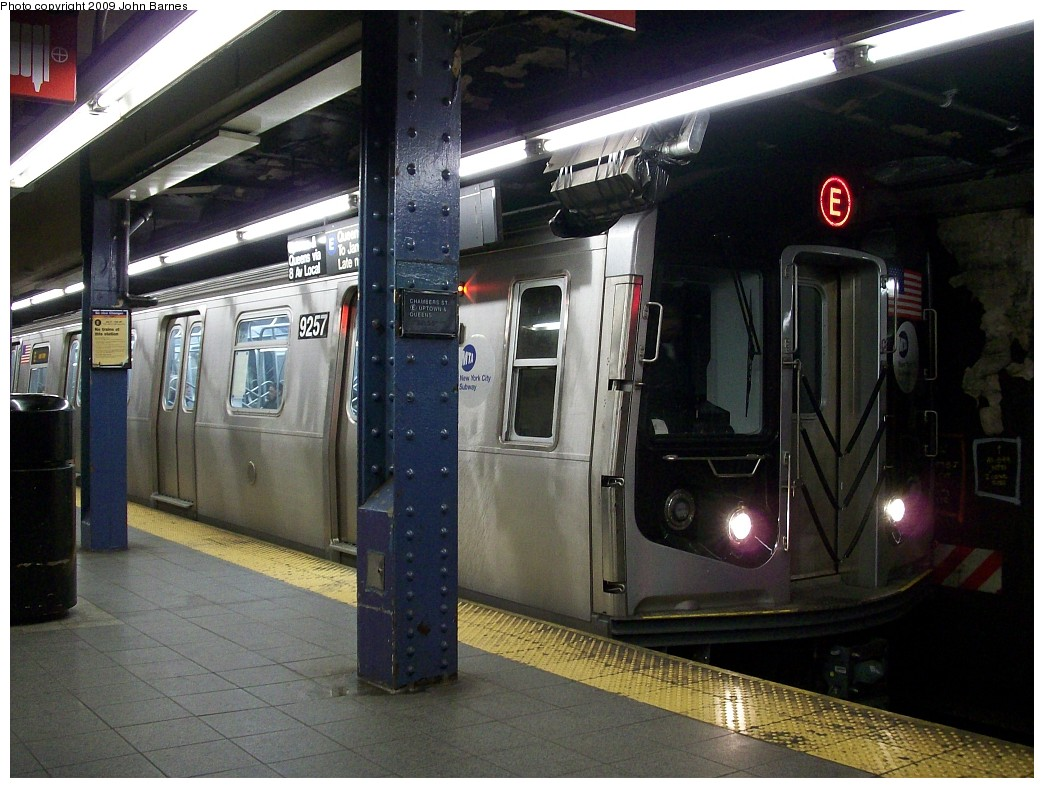 (228k, 1044x788)<br><b>Country:</b> United States<br><b>City:</b> New York<br><b>System:</b> New York City Transit<br><b>Line:</b> IND 8th Avenue Line<br><b>Location:</b> Chambers Street/World Trade Center <br><b>Route:</b> E<br><b>Car:</b> R-160A (Option 1) (Alstom, 2008-2009, 5 car sets)  9257 <br><b>Photo by:</b> John Barnes<br><b>Date:</b> 1/8/2009<br><b>Viewed (this week/total):</b> 1 / 1191