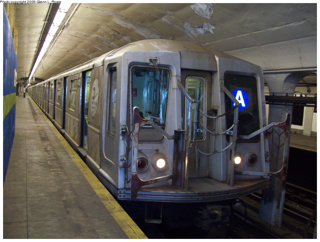 (199k, 1044x788)<br><b>Country:</b> United States<br><b>City:</b> New York<br><b>System:</b> New York City Transit<br><b>Line:</b> IND 8th Avenue Line<br><b>Location:</b> 190th Street/Overlook Terrace <br><b>Route:</b> A<br><b>Car:</b> R-40 (St. Louis, 1968)  429x <br><b>Photo by:</b> Glenn L. Rowe<br><b>Date:</b> 1/9/2009<br><b>Viewed (this week/total):</b> 1 / 943