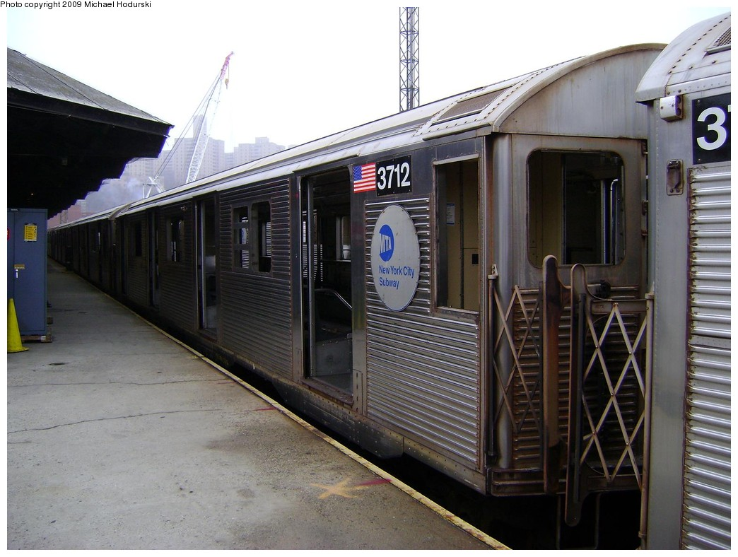 (223k, 1044x788)<br><b>Country:</b> United States<br><b>City:</b> New York<br><b>System:</b> New York City Transit<br><b>Location:</b> 207th Street Yard<br><b>Car:</b> R-32 (Budd, 1964)  3712 <br><b>Photo by:</b> Michael Hodurski<br><b>Date:</b> 12/27/2008<br><b>Viewed (this week/total):</b> 0 / 832