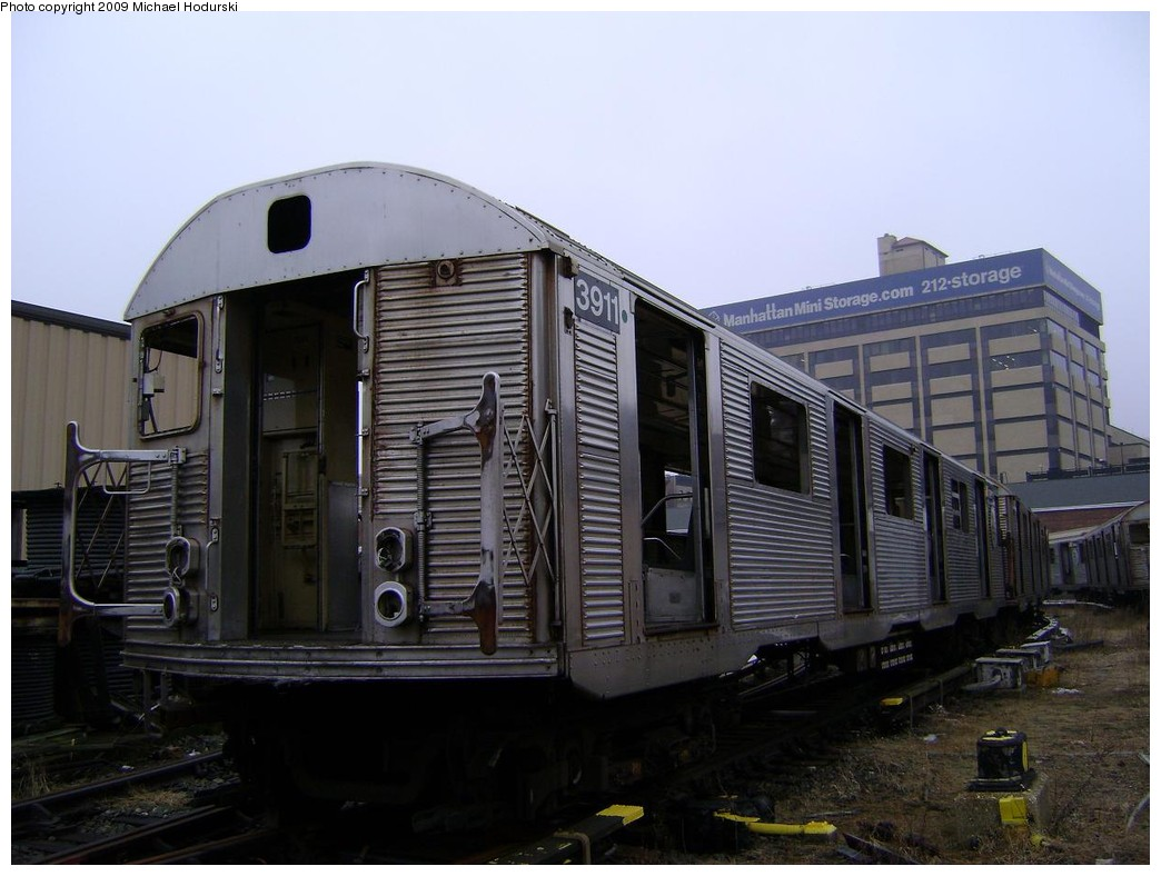 (192k, 1044x788)<br><b>Country:</b> United States<br><b>City:</b> New York<br><b>System:</b> New York City Transit<br><b>Location:</b> 207th Street Yard<br><b>Car:</b> R-32 (Budd, 1964)  3911 <br><b>Photo by:</b> Michael Hodurski<br><b>Date:</b> 12/27/2008<br><b>Viewed (this week/total):</b> 0 / 588