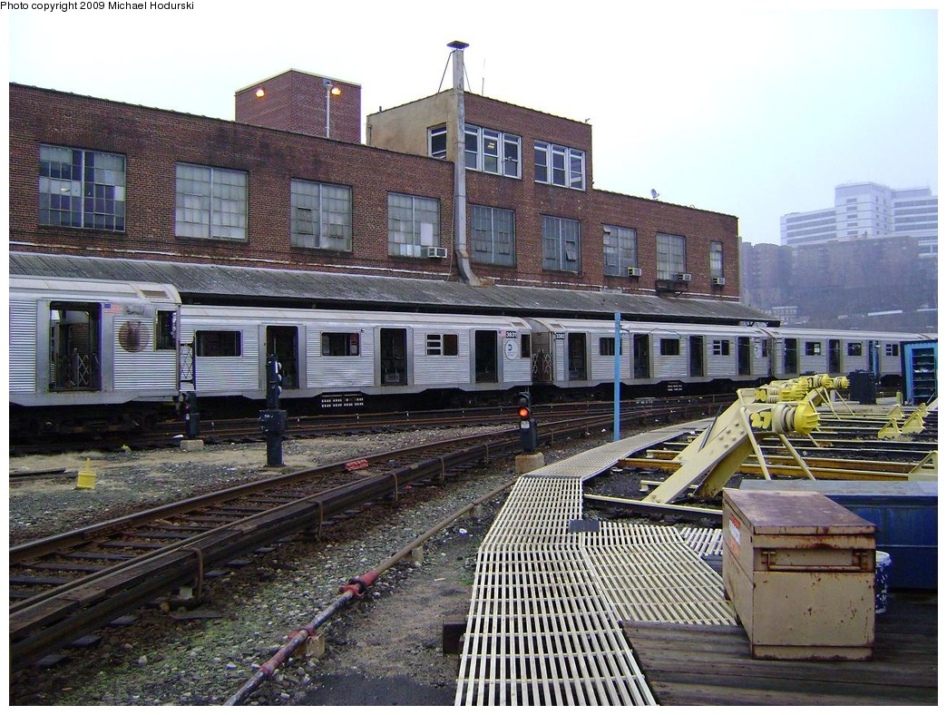 (294k, 1044x788)<br><b>Country:</b> United States<br><b>City:</b> New York<br><b>System:</b> New York City Transit<br><b>Location:</b> 207th Street Yard<br><b>Car:</b> R-32 (Budd, 1964)  3382 <br><b>Photo by:</b> Michael Hodurski<br><b>Date:</b> 12/27/2008<br><b>Notes:</b> Scrap<br><b>Viewed (this week/total):</b> 1 / 754