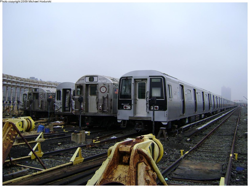(211k, 1044x788)<br><b>Country:</b> United States<br><b>City:</b> New York<br><b>System:</b> New York City Transit<br><b>Location:</b> 207th Street Yard<br><b>Car:</b> R-110B (Bombardier, 1992) 3009 <br><b>Photo by:</b> Michael Hodurski<br><b>Date:</b> 12/27/2008<br><b>Viewed (this week/total):</b> 5 / 2245