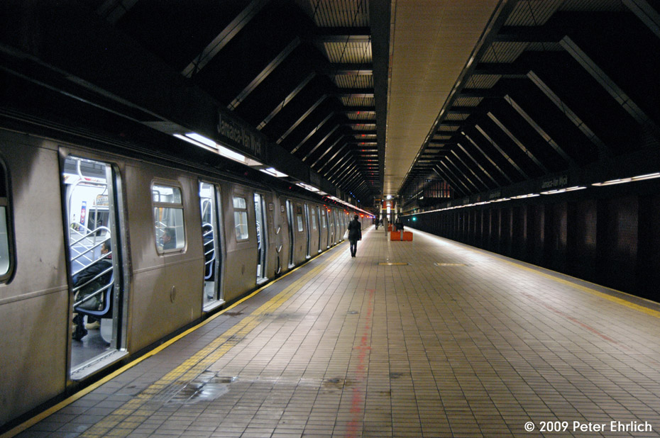 (212k, 930x618)<br><b>Country:</b> United States<br><b>City:</b> New York<br><b>System:</b> New York City Transit<br><b>Line:</b> IND Queens Boulevard Line<br><b>Location:</b> Jamaica/Van Wyck <br><b>Route:</b> E<br><b>Car:</b> R-160A (Option 1) (Alstom, 2008-2009, 5 car sets)  9253 <br><b>Photo by:</b> Peter Ehrlich<br><b>Date:</b> 1/7/2009<br><b>Notes:</b> Inbound.<br><b>Viewed (this week/total):</b> 2 / 1313