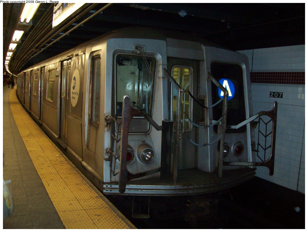 (193k, 1044x788)<br><b>Country:</b> United States<br><b>City:</b> New York<br><b>System:</b> New York City Transit<br><b>Line:</b> IND 8th Avenue Line<br><b>Location:</b> 207th Street <br><b>Route:</b> A<br><b>Car:</b> R-40 (St. Louis, 1968)  4309 <br><b>Photo by:</b> Glenn L. Rowe<br><b>Date:</b> 1/14/2009<br><b>Viewed (this week/total):</b> 2 / 500