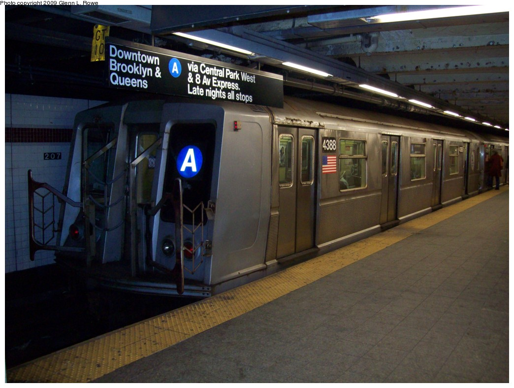 (196k, 1044x788)<br><b>Country:</b> United States<br><b>City:</b> New York<br><b>System:</b> New York City Transit<br><b>Line:</b> IND 8th Avenue Line<br><b>Location:</b> 207th Street <br><b>Route:</b> A<br><b>Car:</b> R-40 (St. Louis, 1968)  4388 <br><b>Photo by:</b> Glenn L. Rowe<br><b>Date:</b> 1/16/2009<br><b>Viewed (this week/total):</b> 0 / 626