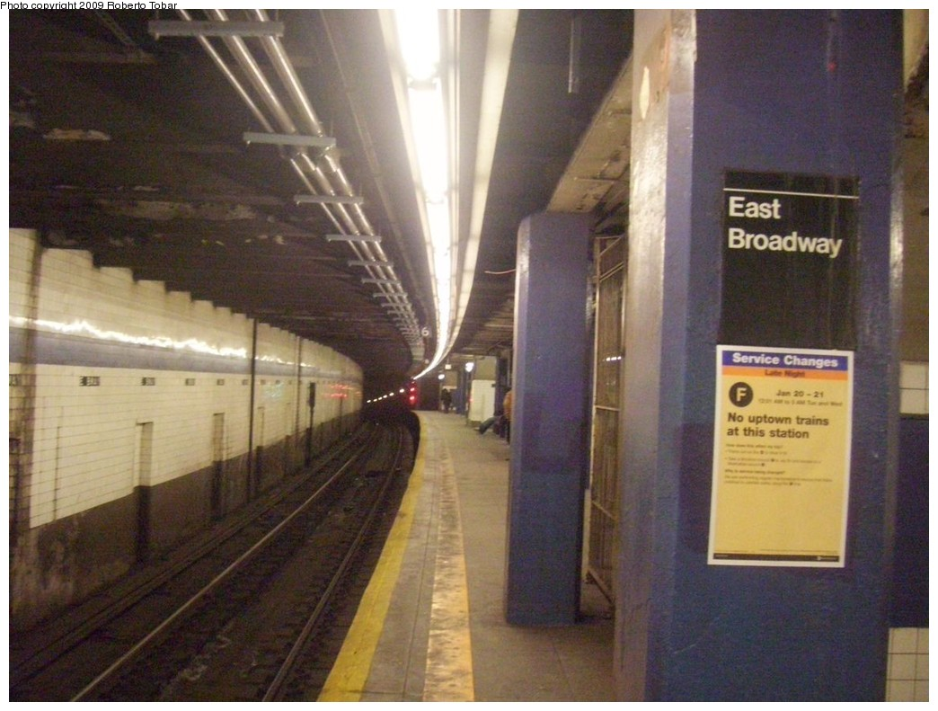 (202k, 1044x791)<br><b>Country:</b> United States<br><b>City:</b> New York<br><b>System:</b> New York City Transit<br><b>Line:</b> IND 6th Avenue Line<br><b>Location:</b> East Broadway <br><b>Photo by:</b> Roberto C. Tobar<br><b>Date:</b> 1/17/2009<br><b>Viewed (this week/total):</b> 1 / 1549