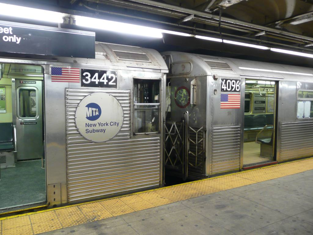(135k, 1024x768)<br><b>Country:</b> United States<br><b>City:</b> New York<br><b>System:</b> New York City Transit<br><b>Line:</b> IND 8th Avenue Line<br><b>Location:</b> 168th Street <br><b>Route:</b> C<br><b>Car:</b> R-32 (Budd, 1964)  3442 <br><b>Photo by:</b> Robbie Rosenfeld<br><b>Date:</b> 1/21/2009<br><b>Notes:</b> R32 3442 coupled to R38 4096<br><b>Viewed (this week/total):</b> 3 / 1192