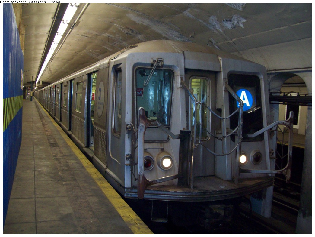 (195k, 1044x788)<br><b>Country:</b> United States<br><b>City:</b> New York<br><b>System:</b> New York City Transit<br><b>Line:</b> IND 8th Avenue Line<br><b>Location:</b> 190th Street/Overlook Terrace <br><b>Route:</b> A<br><b>Car:</b> R-40 (St. Louis, 1968)  4356 <br><b>Photo by:</b> Glenn L. Rowe<br><b>Date:</b> 1/22/2009<br><b>Viewed (this week/total):</b> 3 / 919