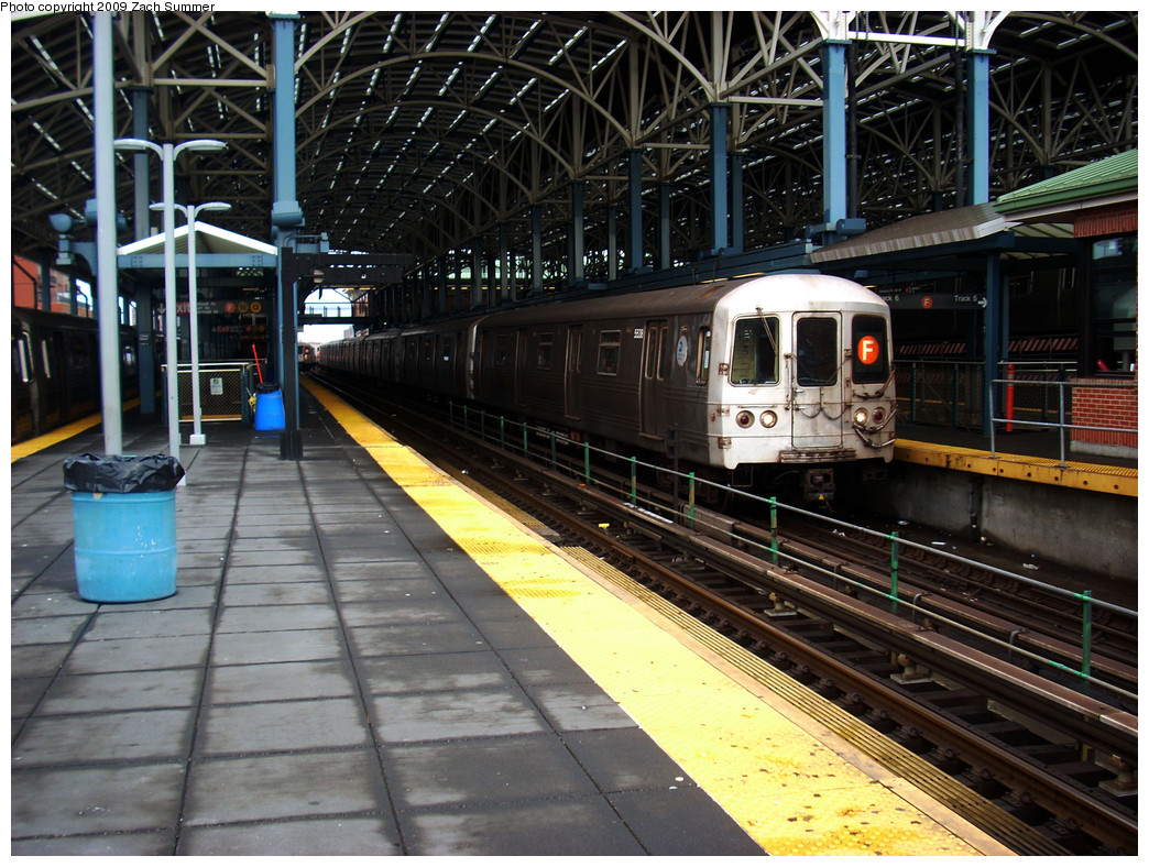 (332k, 1044x788)<br><b>Country:</b> United States<br><b>City:</b> New York<br><b>System:</b> New York City Transit<br><b>Location:</b> Coney Island/Stillwell Avenue<br><b>Route:</b> F<br><b>Car:</b> R-46 (Pullman-Standard, 1974-75) 5538 <br><b>Photo by:</b> Zach Summer<br><b>Date:</b> 12/28/2008<br><b>Viewed (this week/total):</b> 3 / 1062