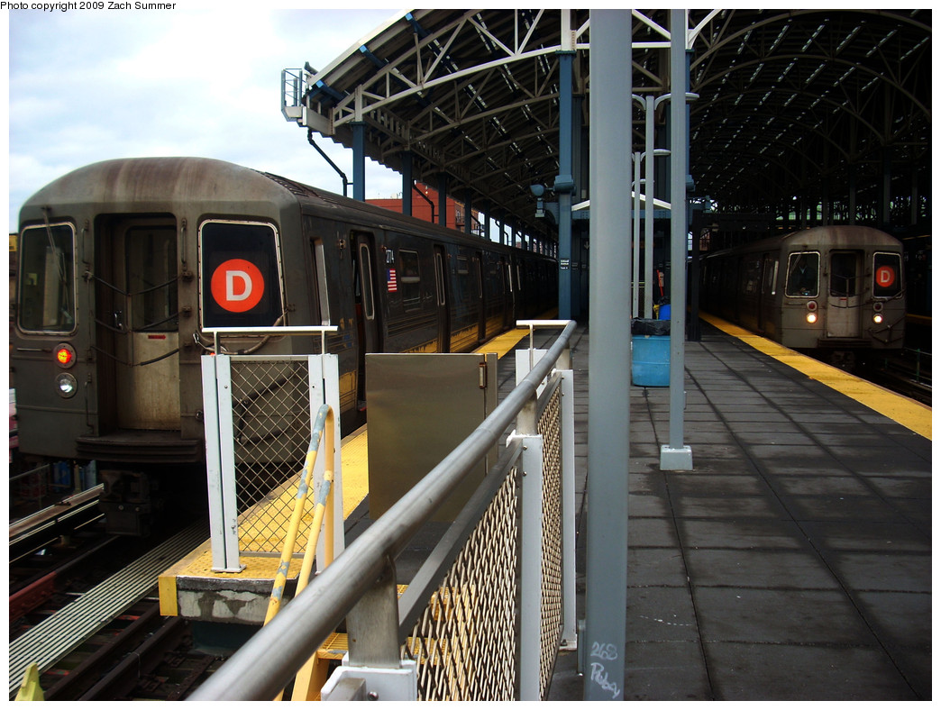 (288k, 1044x788)<br><b>Country:</b> United States<br><b>City:</b> New York<br><b>System:</b> New York City Transit<br><b>Location:</b> Coney Island/Stillwell Avenue<br><b>Route:</b> D<br><b>Car:</b> R-68 (Westinghouse-Amrail, 1986-1988)  2774/2556 <br><b>Photo by:</b> Zach Summer<br><b>Date:</b> 12/28/2008<br><b>Viewed (this week/total):</b> 6 / 1363