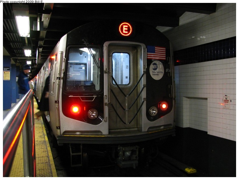 (116k, 820x620)<br><b>Country:</b> United States<br><b>City:</b> New York<br><b>System:</b> New York City Transit<br><b>Line:</b> IND 8th Avenue Line<br><b>Location:</b> Chambers Street/World Trade Center <br><b>Route:</b> E<br><b>Car:</b> R-160A (Option 1) (Alstom, 2008-2009, 5 car sets)   <br><b>Photo by:</b> Bill E.<br><b>Date:</b> 1/17/2009<br><b>Viewed (this week/total):</b> 0 / 1348