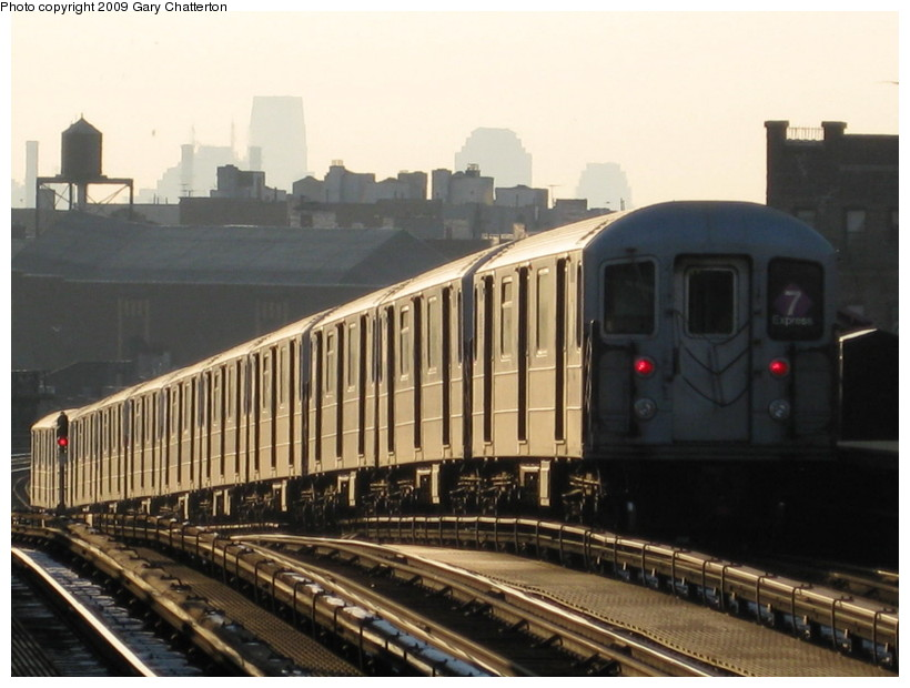 (121k, 820x620)<br><b>Country:</b> United States<br><b>City:</b> New York<br><b>System:</b> New York City Transit<br><b>Line:</b> IRT Flushing Line<br><b>Location:</b> 52nd Street/Lincoln Avenue <br><b>Route:</b> 7<br><b>Car:</b> R-62A (Bombardier, 1984-1987)  2039 <br><b>Photo by:</b> Gary Chatterton<br><b>Date:</b> 1/22/2009<br><b>Viewed (this week/total):</b> 1 / 1156