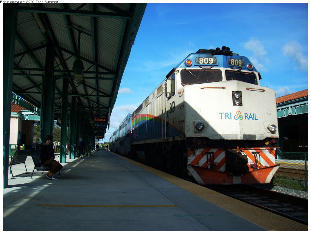 (246k, 1044x788)<br><b>Country:</b> United States<br><b>City:</b> Miami, FL<br><b>System:</b> Miami Tri-Rail<br><b>Location:</b> Deerfield Beach (Amtrak) <br><b>Photo by:</b> Zach Summer<br><b>Date:</b> 12/18/2008<br><b>Notes:</b> F40PH 809<br><b>Viewed (this week/total):</b> 1 / 606