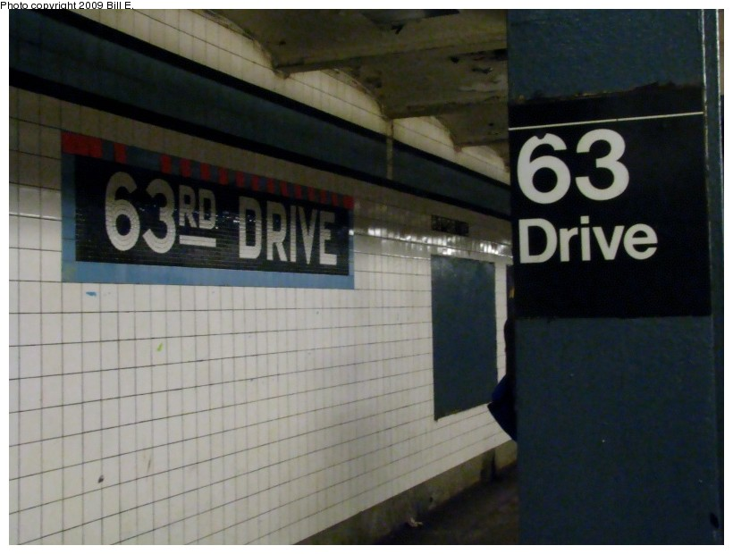 (103k, 820x620)<br><b>Country:</b> United States<br><b>City:</b> New York<br><b>System:</b> New York City Transit<br><b>Line:</b> IND Queens Boulevard Line<br><b>Location:</b> 63rd Drive/Rego Park <br><b>Photo by:</b> Bill E.<br><b>Date:</b> 1/10/2009<br><b>Viewed (this week/total):</b> 1 / 483