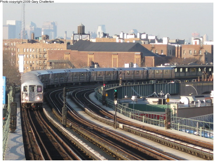 (166k, 820x620)<br><b>Country:</b> United States<br><b>City:</b> New York<br><b>System:</b> New York City Transit<br><b>Line:</b> IRT Flushing Line<br><b>Location:</b> 52nd Street/Lincoln Avenue <br><b>Route:</b> 7<br><b>Car:</b> R-62A (Bombardier, 1984-1987)  2002 <br><b>Photo by:</b> Gary Chatterton<br><b>Date:</b> 12/4/2008<br><b>Viewed (this week/total):</b> 0 / 1102