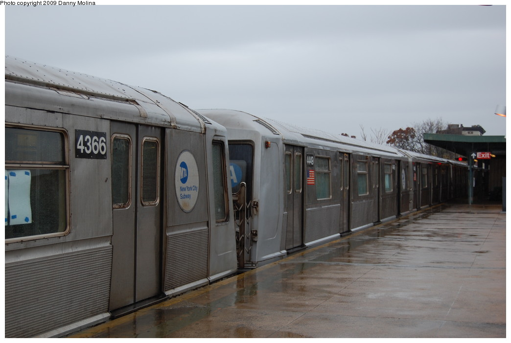 (197k, 1044x701)<br><b>Country:</b> United States<br><b>City:</b> New York<br><b>System:</b> New York City Transit<br><b>Line:</b> IND Rockaway<br><b>Location:</b> Mott Avenue/Far Rockaway <br><b>Route:</b> A<br><b>Car:</b> R-40 (St. Louis, 1968)  4449 <br><b>Photo by:</b> Danny Molina<br><b>Date:</b> 11/12/2008<br><b>Viewed (this week/total):</b> 7 / 1050