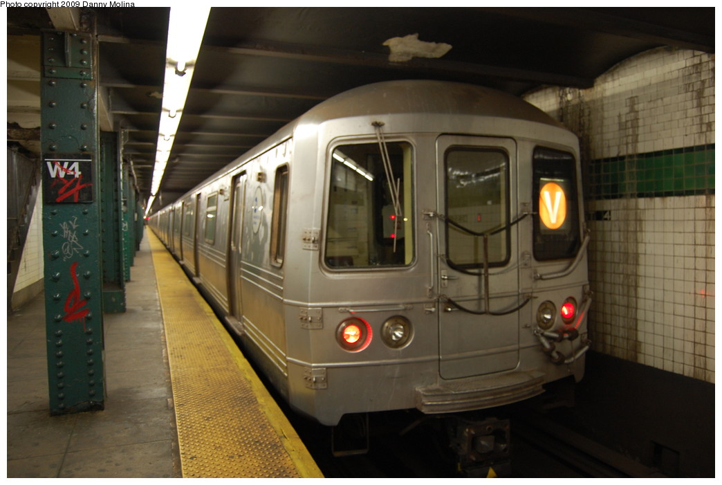 (217k, 1044x701)<br><b>Country:</b> United States<br><b>City:</b> New York<br><b>System:</b> New York City Transit<br><b>Line:</b> IND 6th Avenue Line<br><b>Location:</b> West 4th Street/Washington Square <br><b>Route:</b> V<br><b>Car:</b> R-46 (Pullman-Standard, 1974-75)  <br><b>Photo by:</b> Danny Molina<br><b>Date:</b> 12/2/2008<br><b>Viewed (this week/total):</b> 4 / 1582