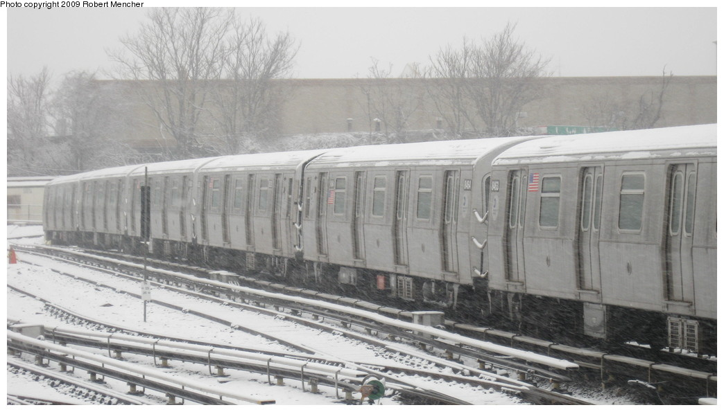 (159k, 1044x595)<br><b>Country:</b> United States<br><b>City:</b> New York<br><b>System:</b> New York City Transit<br><b>Location:</b> East New York Yard/Shops<br><b>Car:</b> R-160A-1 (Alstom, 2005-2008, 4 car sets)  8464 <br><b>Photo by:</b> Robert Mencher<br><b>Date:</b> 2/3/2009<br><b>Viewed (this week/total):</b> 0 / 786
