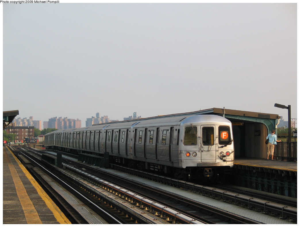 (199k, 1044x788)<br><b>Country:</b> United States<br><b>City:</b> New York<br><b>System:</b> New York City Transit<br><b>Line:</b> BMT Culver Line<br><b>Location:</b> Avenue P <br><b>Route:</b> F<br><b>Car:</b> R-46 (Pullman-Standard, 1974-75) 5554 <br><b>Photo by:</b> Michael Pompili<br><b>Date:</b> 5/27/2004<br><b>Viewed (this week/total):</b> 1 / 803