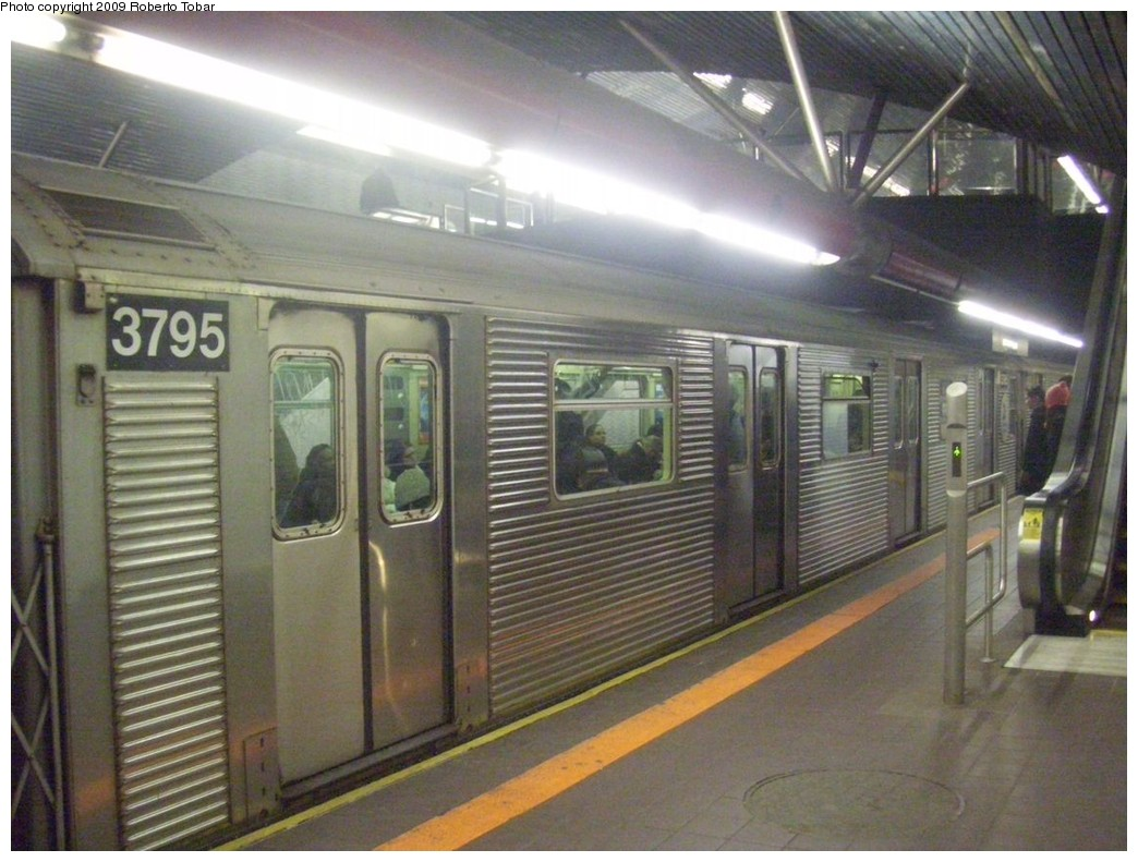 (211k, 1044x791)<br><b>Country:</b> United States<br><b>City:</b> New York<br><b>System:</b> New York City Transit<br><b>Line:</b> IND 63rd Street<br><b>Location:</b> Roosevelt Island <br><b>Route:</b> F<br><b>Car:</b> R-32 (Budd, 1964)  3795 <br><b>Photo by:</b> Roberto C. Tobar<br><b>Date:</b> 2/20/2009<br><b>Viewed (this week/total):</b> 1 / 939