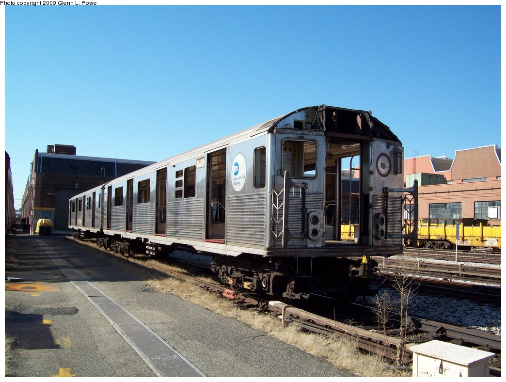 (242k, 1044x788)<br><b>Country:</b> United States<br><b>City:</b> New York<br><b>System:</b> New York City Transit<br><b>Location:</b> 207th Street Yard<br><b>Car:</b> R-38 (St. Louis, 1966-1967)  3998 <br><b>Photo by:</b> Glenn L. Rowe<br><b>Date:</b> 2/24/2009<br><b>Notes:</b> Scrap<br><b>Viewed (this week/total):</b> 1 / 639