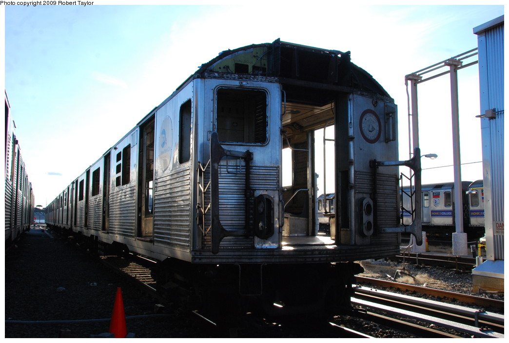 (240k, 1044x705)<br><b>Country:</b> United States<br><b>City:</b> New York<br><b>System:</b> New York City Transit<br><b>Location:</b> 207th Street Yard<br><b>Car:</b> R-38 (St. Louis, 1966-1967)  4074 <br><b>Photo by:</b> Robert Taylor<br><b>Date:</b> 2/16/2009<br><b>Notes:</b> Scrap<br><b>Viewed (this week/total):</b> 2 / 467
