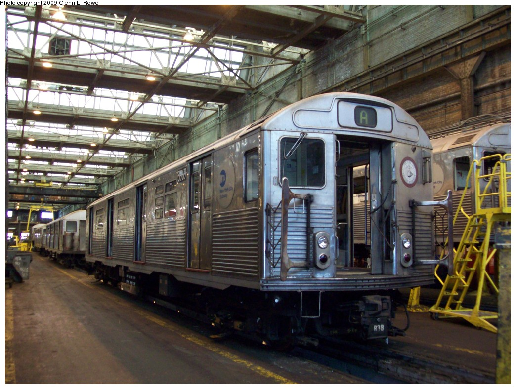 (249k, 1044x788)<br><b>Country:</b> United States<br><b>City:</b> New York<br><b>System:</b> New York City Transit<br><b>Location:</b> 207th Street Yard<br><b>Car:</b> R-38 (St. Louis, 1966-1967)  3969 <br><b>Photo by:</b> Glenn L. Rowe<br><b>Date:</b> 2/24/2009<br><b>Notes:</b> Scrap<br><b>Viewed (this week/total):</b> 2 / 794