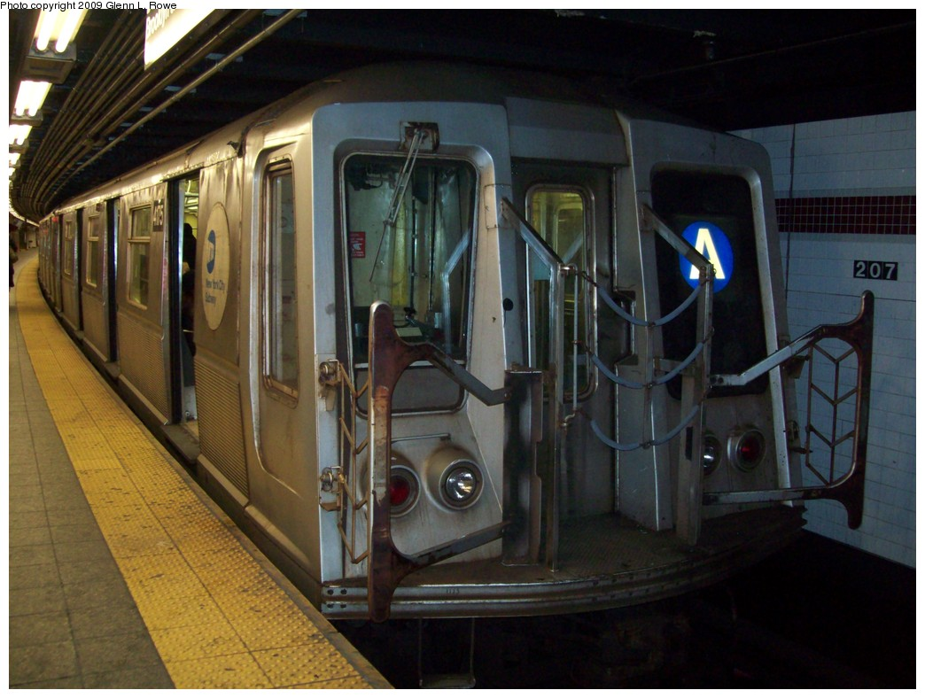 (202k, 1044x788)<br><b>Country:</b> United States<br><b>City:</b> New York<br><b>System:</b> New York City Transit<br><b>Line:</b> IND 8th Avenue Line<br><b>Location:</b> 207th Street <br><b>Route:</b> A<br><b>Car:</b> R-40 (St. Louis, 1968)  4175 <br><b>Photo by:</b> Glenn L. Rowe<br><b>Date:</b> 2/26/2009<br><b>Viewed (this week/total):</b> 1 / 747