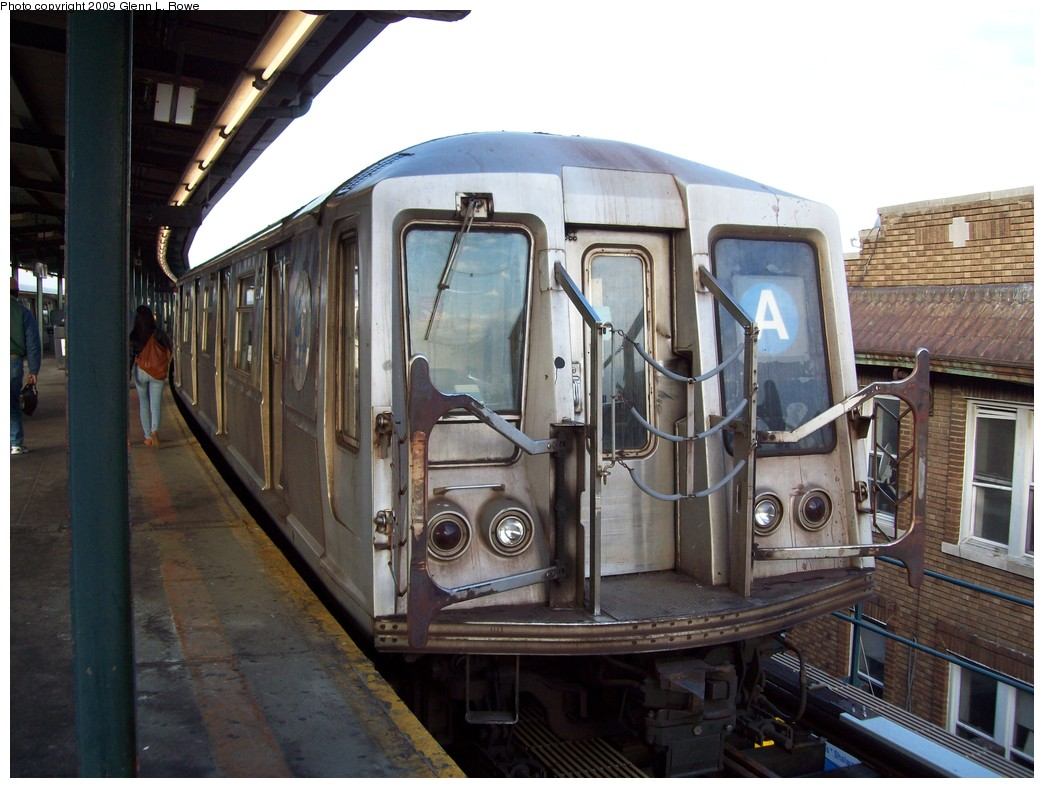 (211k, 1044x788)<br><b>Country:</b> United States<br><b>City:</b> New York<br><b>System:</b> New York City Transit<br><b>Line:</b> IND Fulton Street Line<br><b>Location:</b> Lefferts Boulevard <br><b>Route:</b> A<br><b>Car:</b> R-40 (St. Louis, 1968)  4175 <br><b>Photo by:</b> Glenn L. Rowe<br><b>Date:</b> 2/26/2009<br><b>Viewed (this week/total):</b> 1 / 550