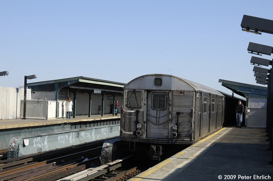 (164k, 930x618)<br><b>Country:</b> United States<br><b>City:</b> New York<br><b>System:</b> New York City Transit<br><b>Line:</b> IND Fulton Street Line<br><b>Location:</b> 111th Street/Greenwood Avenue <br><b>Route:</b> A<br><b>Car:</b> R-32 (Budd, 1964)  3732 <br><b>Photo by:</b> Peter Ehrlich<br><b>Date:</b> 2/24/2009<br><b>Notes:</b> Outbound<br><b>Viewed (this week/total):</b> 3 / 656